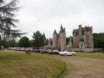 Devant le château du Moulin